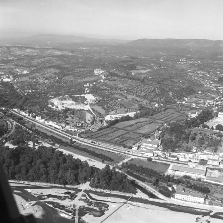 Foto Varela Pécurto. In Voar sobre Coimbra.jpg