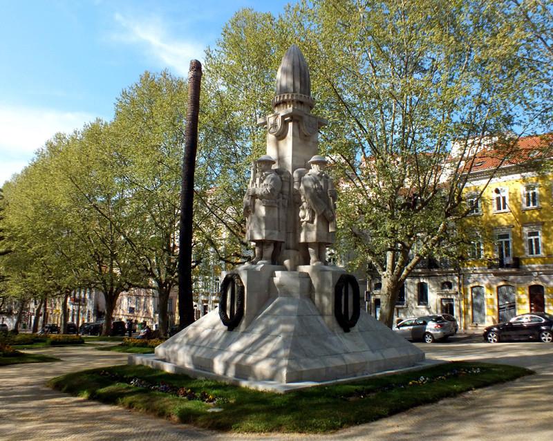 Fig. 41. Monumento aos Mortos da Grande Guerra. [F