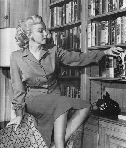 marilyn-monroe-books-216627-1062x1247.jpg