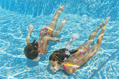 happy-smiling-underwater-children-swimming-pool-26