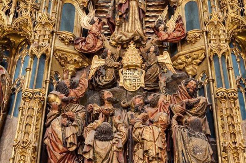 Armas de D. Jorge de Almeida no retábulo.jpg