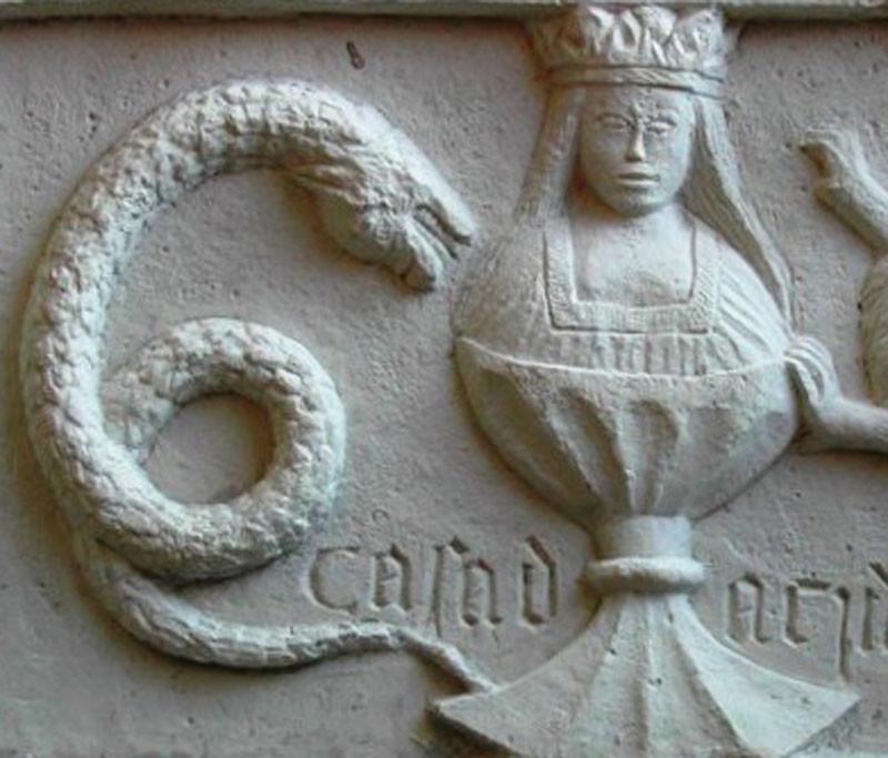 Figura 11 — Detalhe de pedra-de-armas.jpg