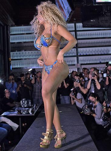 Erika Canela 10 (desfile).jpg