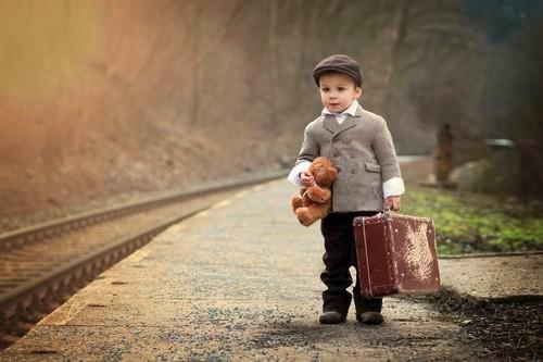 Criança pobre emigração.jpg