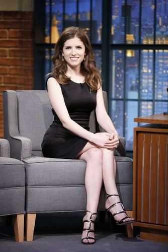 Anna-Kendrick -Late-Night-with-Seth-Meyers--14.jpg