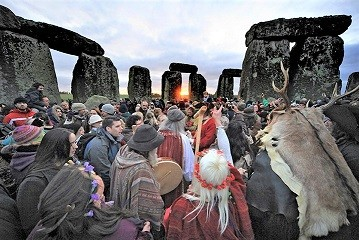 Winter-Solstice-At-Stonehenge-sunrise.jpg