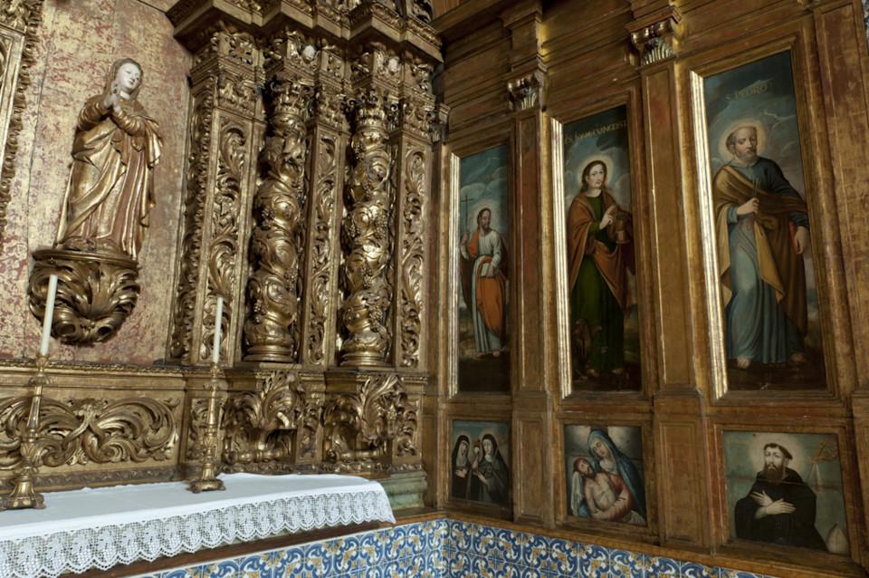 Oiã. altar lateral.jpg