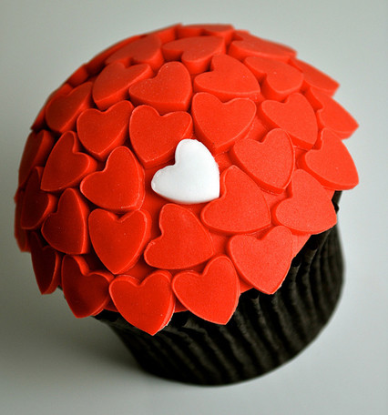 unique-heart-valentines-day-cupcake.jpg