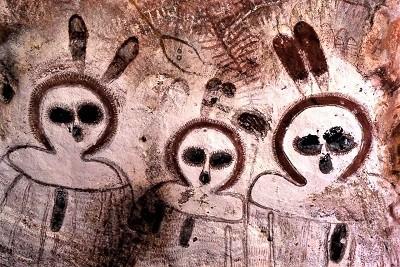 The-Wandjina-cave-paintings-2-e1583401411302.jpg