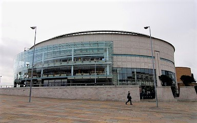 x640px-Waterfront_Hall_Belfast.jpg.pagespeed.ic.VT