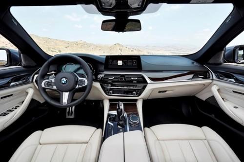 2017-12-15 BMW série 5 tablier.jpg