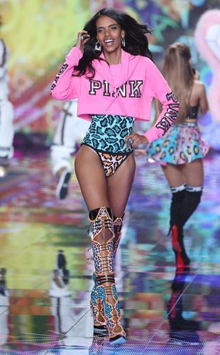 victorias-secret-fashion-show.ls.12214-grace-mahar