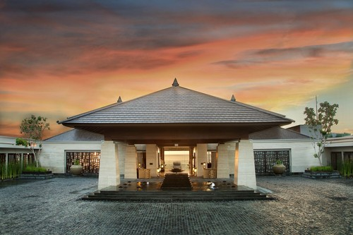Resort-Entrance-Twilight1.jpg
