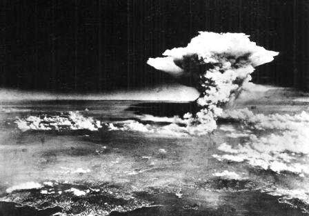 1280px-Atomic_cloud_over_Hiroshima_(from_Matsuyama