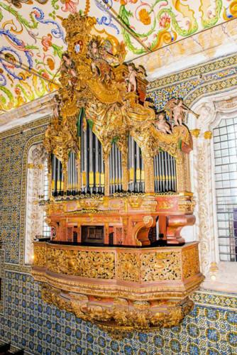 Capela Universidade Orgão.jpg