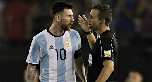 170328155600-messi-referee-exlarge-169.jpg