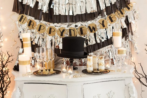2013-11-8_Biggs-fringed-garland-NYE-main.jpg