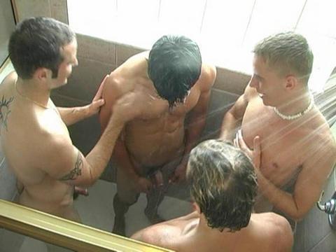 Gays ao molho no duche