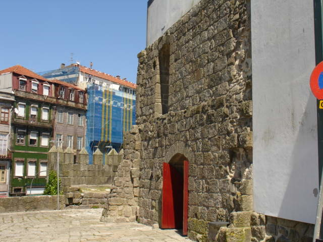 Muralha D Hugo Porto.jpg