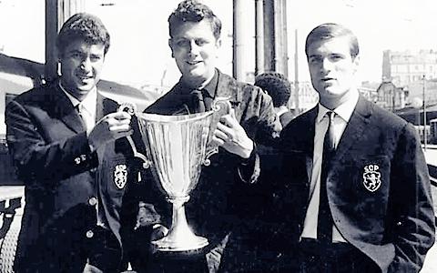 F. Mendes, A. Capela e J. Carlos Taça das Taças