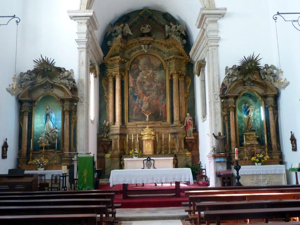 Igreja S. Bartolomeu, capela-mor e retábulos late