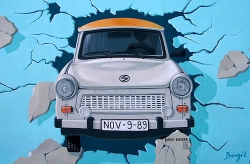 Trabant-Berlin-Wall-1989.jpg