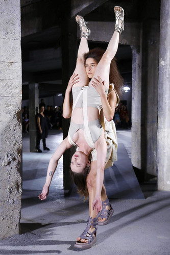 Rick-Owens-Ready-to-Wear-Spring-Summer-2016-Paris-