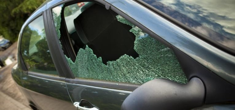 765_360_121605-smashed-window-in-car_1554722840.jp