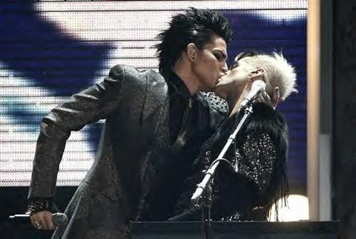 adam-lambert-ama-kiss-image.jpg