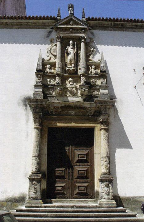 Porta do claustro do convento. Porta lateral de S.