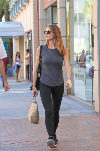 Ashley-Greene-in-Leggings--01.jpg