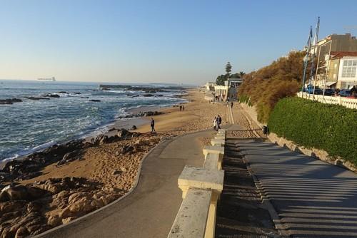 800px-Praia_do_Molhe_Porto_02.jpg