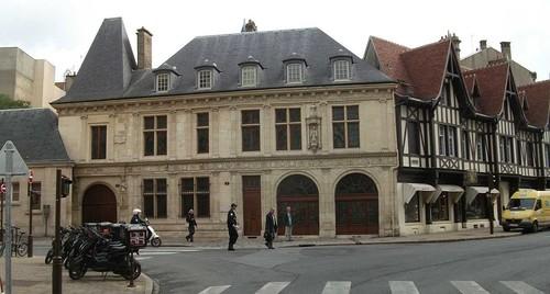 1024px-Reims_de_la_Salle_015 (1).JPG