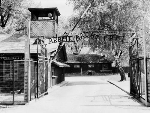 Auschwitz entrada.jpg
