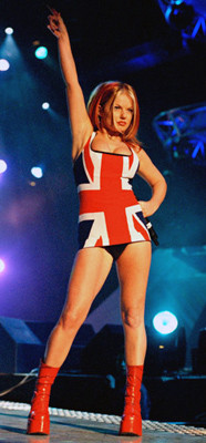 Geri_Halliwell_Union_Jack_Dress_(BRIT_Awards_1997)