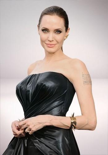 27.ª Angelina Jolie