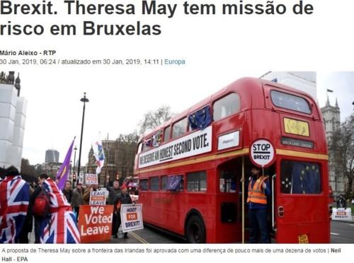 Brexit. Theresa May tem missão de risco em Bruxelas