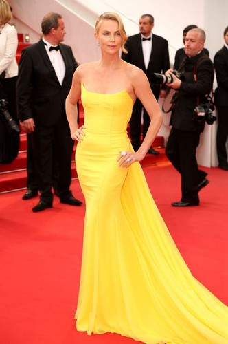 charlize-theron-yellow-dress-cannes-2015-h724.jpg
