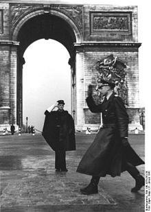 220px-Bundesarchiv_Bild_146-1978-053-30,_Paris,_vo