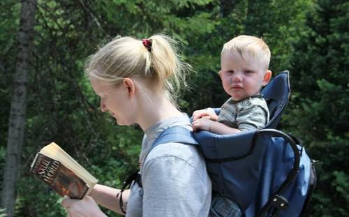 reading-while-walking.jpg