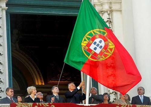 BandeiraIçadaAoContrarioPorPresidenteRepublica.jp
