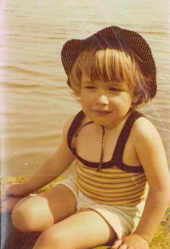 Foto criança praia.jpg