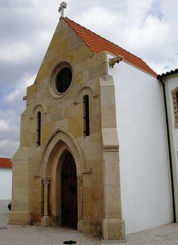 Igreja S. António capela neogótica.jpg