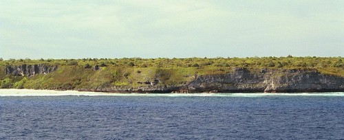 Primeira vista de Henderson Island. Costa noroeste