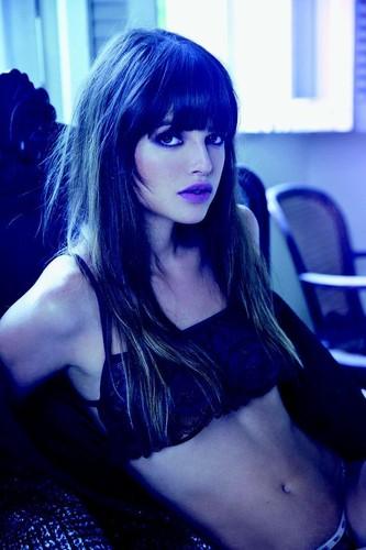 Agatha Moreira 8