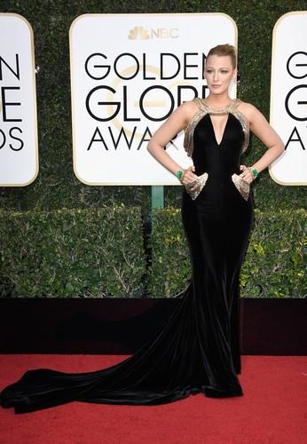 Blake-Lively-Versace-Dress-Golden-Globes-2017.jpg