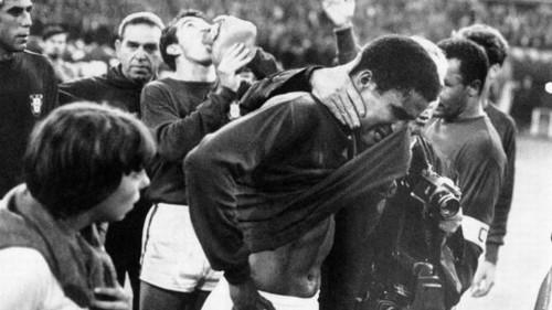 2018-06-30 Eusébio chora 1966.jpg