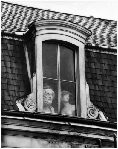 Photo André Kertész-a-window-on-the-quai-voltair