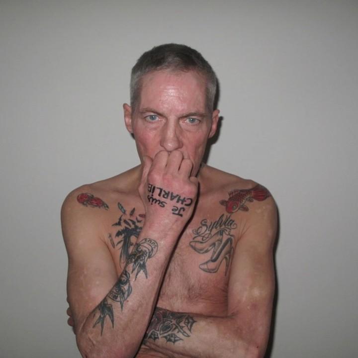 paul-blanca-heeft-een-tatoeage-van-je-suis-charlie