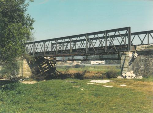Ponte Eiffel - 1989 antes de ser desmontada.jpg